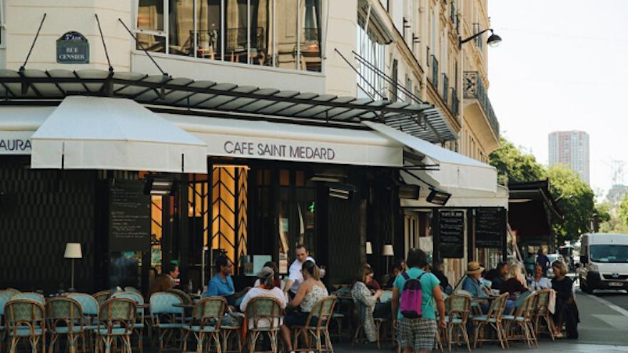 Installer ou agrandir la terrasse de son restaurant : comment faire ?