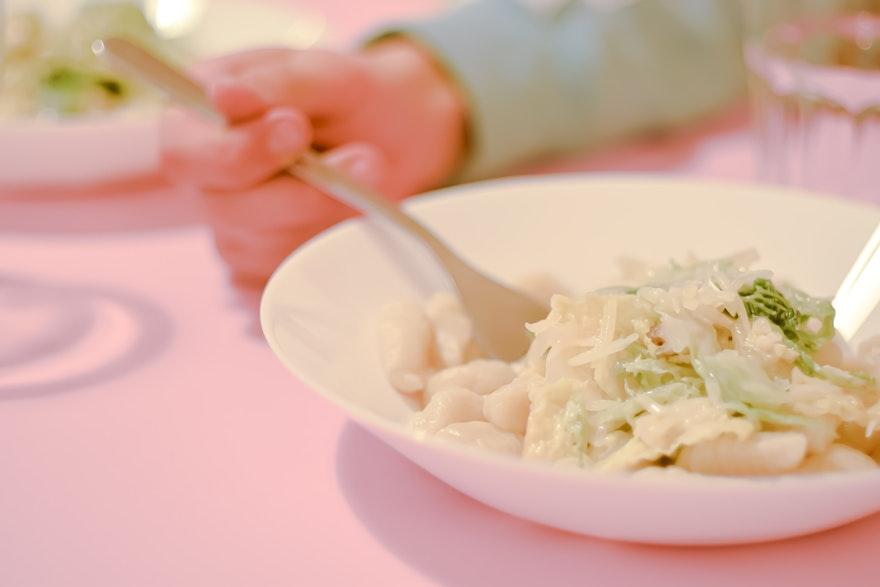 Gnocchis à la patate douce et fricassé de chou frisé