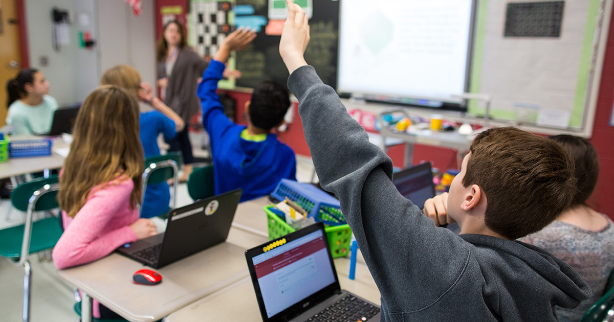 students using 1 to 1 Chromebooks in the classroom.