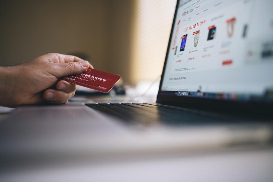 Retail & e-commerce : 7 cas d'usage de voicebots pour désengorger votre centre de contact