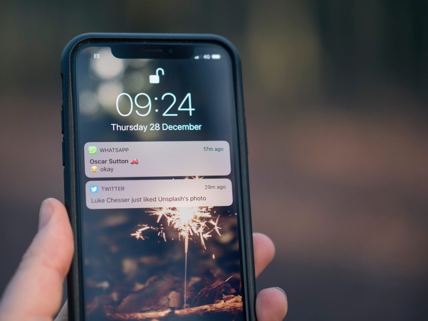 Difference between push notifications and SMS text messages