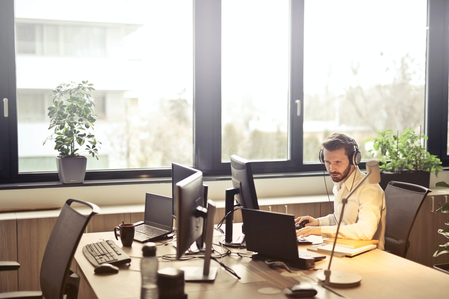 Insurance industry: 9 use cases for voice agents to relieve your call center