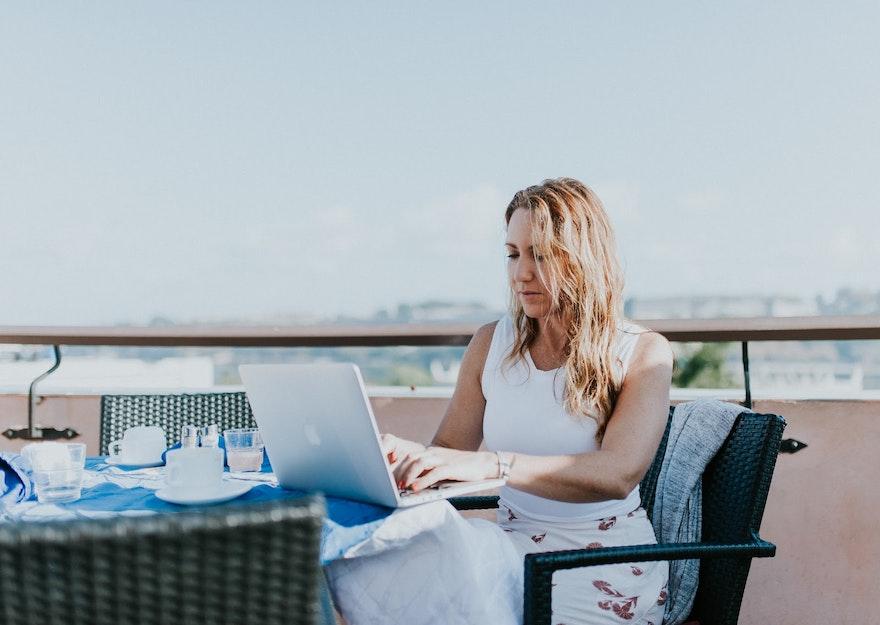 Digital nomades : pourquoi et comment travailler avec eux ?